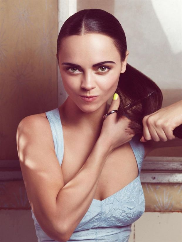 Craig-McDean-Photoshoot-2-christina-ricci-23436124-950-1265